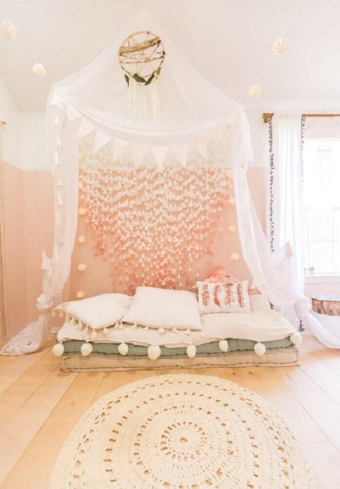 decoração romântica com tapete de crochê para quarto Foto Houzz
