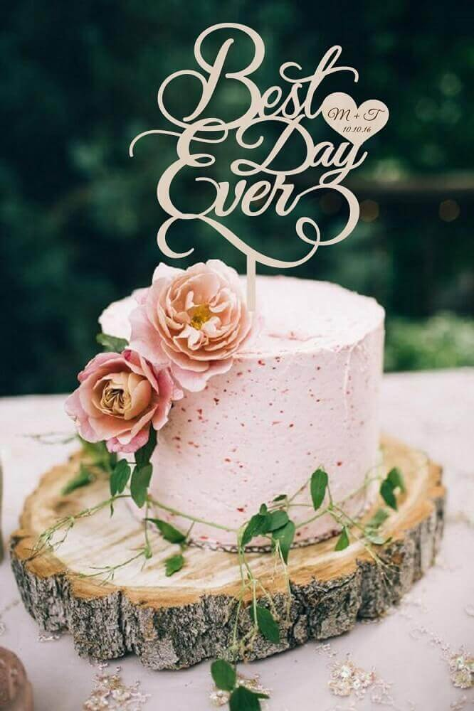decoração romântica para bolo simples de casamento Foto Weddbook