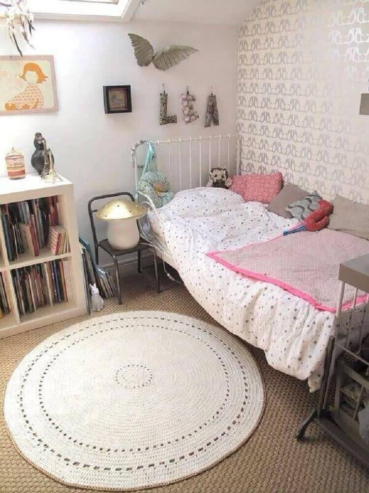 decoração simples com tapete de crochê para quarto de solteiro Foto Poleo Menta