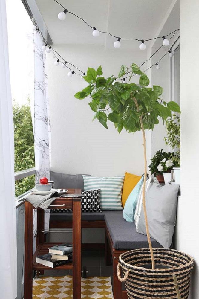 decoração simples para varanda pequena com canto alemão Foto BaoXayDung