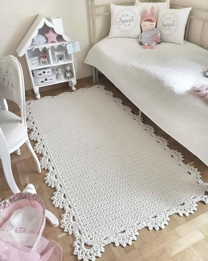 decoração toda branca com tapete para quarto infantil com casinha de boneca Foto Pinterest