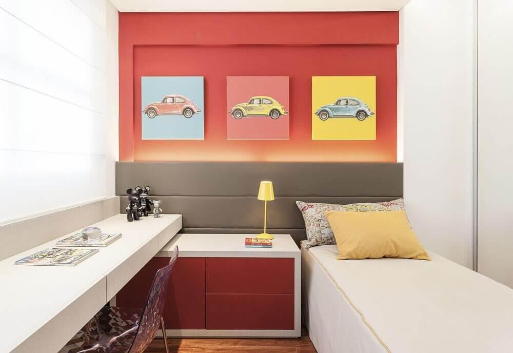 decoração vermelha e branca para quarto planejado solteiro pequeno Foto Eduarda Corrêa