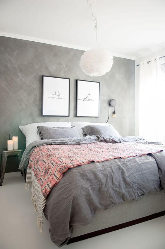 Molduras para quadros no quarto moderno
