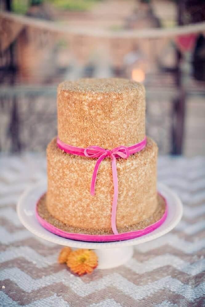 modelo de bolo para casamento simples decorado com fita cor de rosa Foto Exquisite Weddings