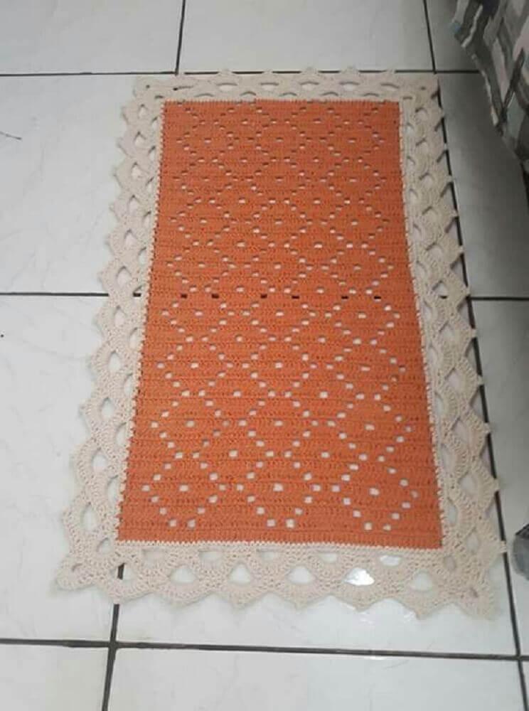 modelo de passadeira de crochê laranja com berada bege Foto Pinterest