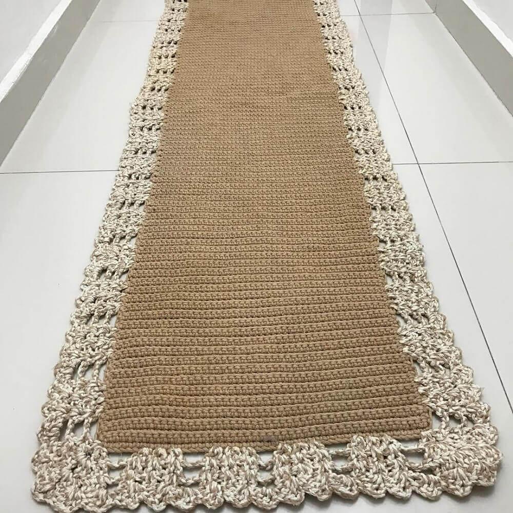 modelo de passadeira em crochê em cores neutras Foto Artes da Mi