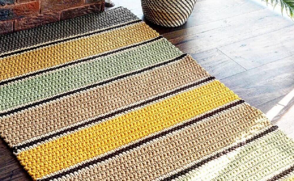 modelo de passadeira em crochê listrada Foto Artcom Móveis Planejados