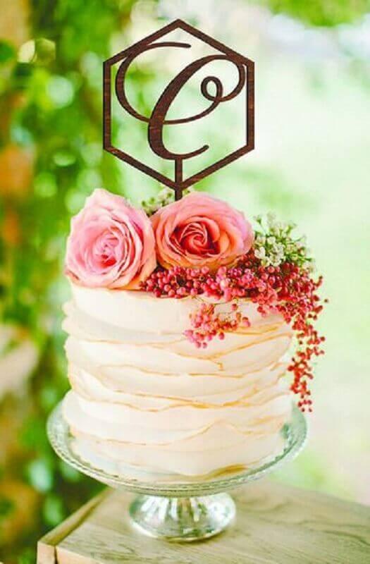 modelo romântico de bolo para casamento simples decorado com flores no topo Foto Etsy