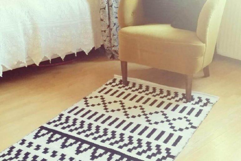 passadeira de crochê com estampa geométrica  Foto Kodin Kuvalehti