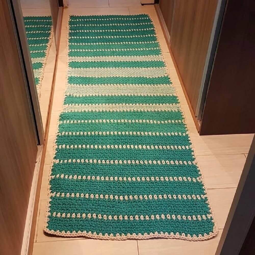 passadeira de crochê listrada para decoração de closet Foto Sônia Romano Martins
