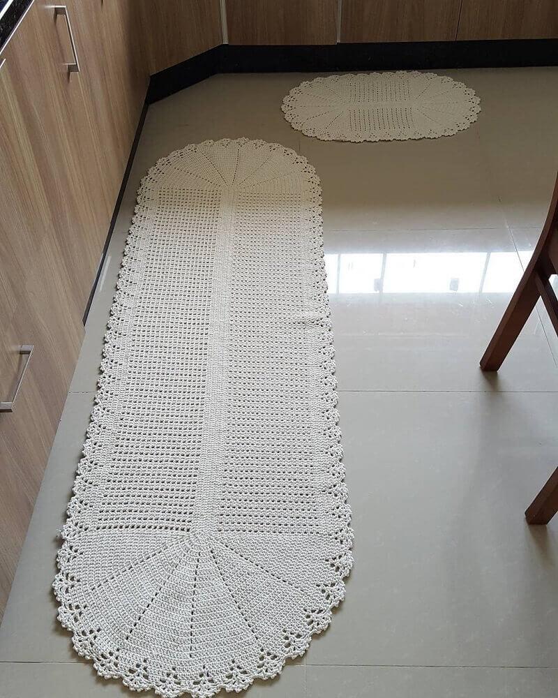 passadeira de crochê para cozinha com armários de madeira Foto Elaine Crochê