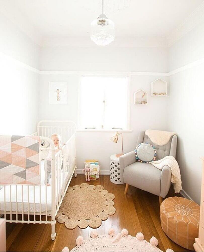 tapete de crochê para quarto de bebê decorado com cores neutras Foto Pinterest