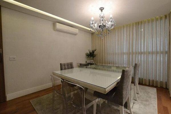 os lustres para sala de jantar seguem um estilo elegante e discreto