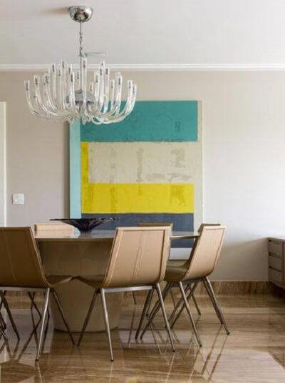 lustres modernos estão em alta nas salas de jantar