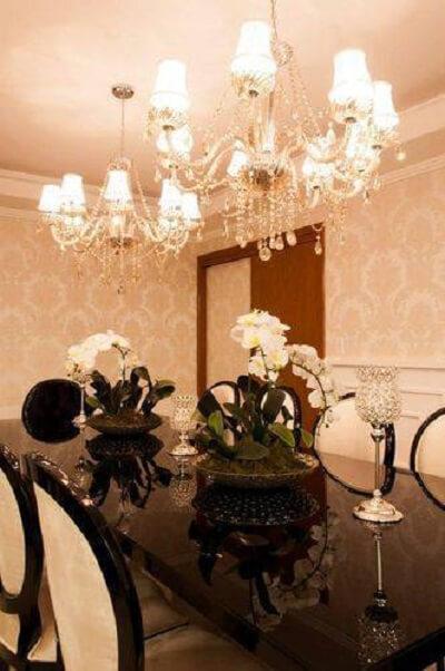 coloque dois lustres para sala de jantar e deixe o ambiente mais iluminado