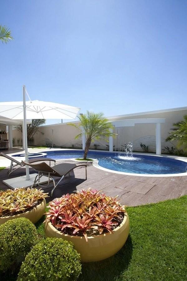 Arcos criam efeitos diferentes na piscina