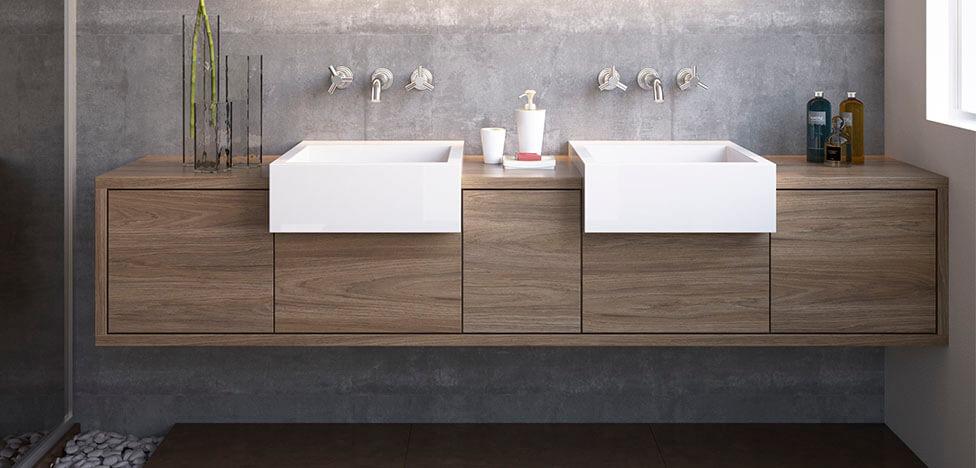 Banheiro com móveis de madeira armário suspenso Foto de Duratex Madeira