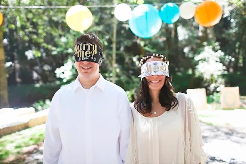 Brincadeiras para chá de panela com noivos vendados Foto de Blog Vida de Casada