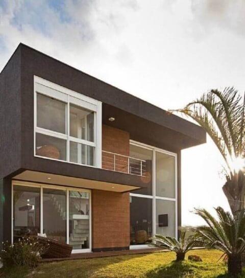 Casa duplex com fachada escura e tijolo aparente Foto de Pinterest