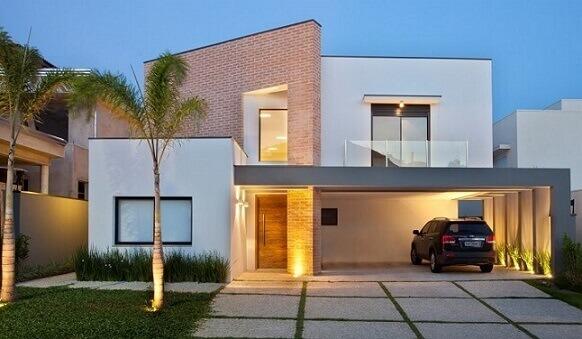 Casa duplex moderna branca com detalhe em tijolo aparente Projeto de Guardini Stancati