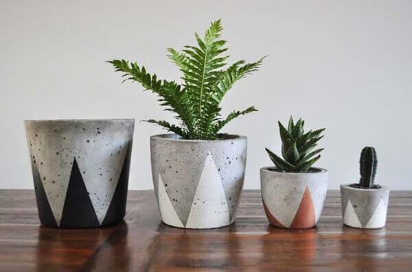 Como fazer vaso de cimento é uma atividade barata, abuse desta ideia na decoração de sua casa