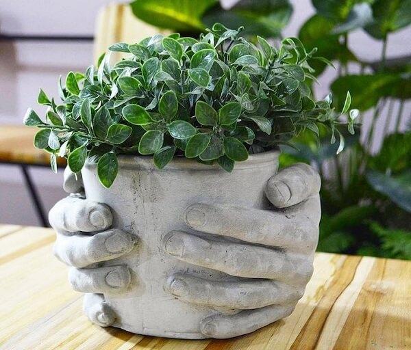 Como fazer vaso de cimento com formato de mão