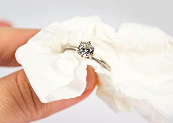 Como limpar anel com bicarbonato