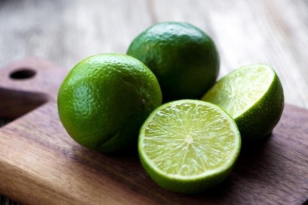 Como limpar panela queimada com limão