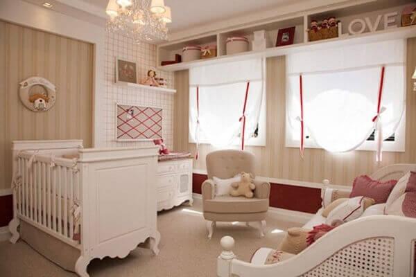 Cor palha decora quarto de bebê