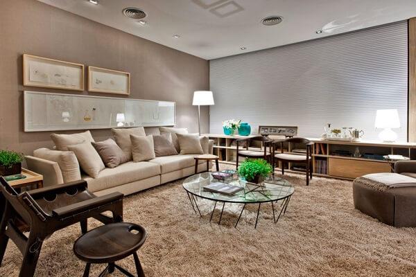 Cor palha para sala de estar espaçosa
