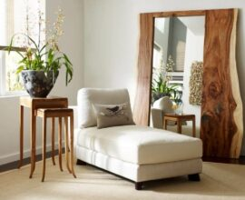 Espelho grande com acabamento de madeira. Fonte: Pajaris
