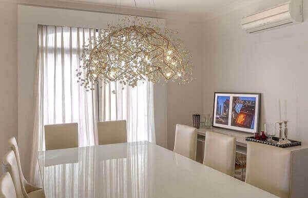 os lustres para sala em estilo rebuscado decora o ambiente com elegância
