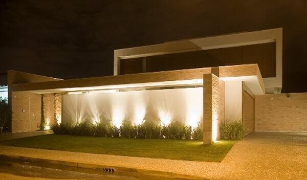 Muros modernos com iluminação