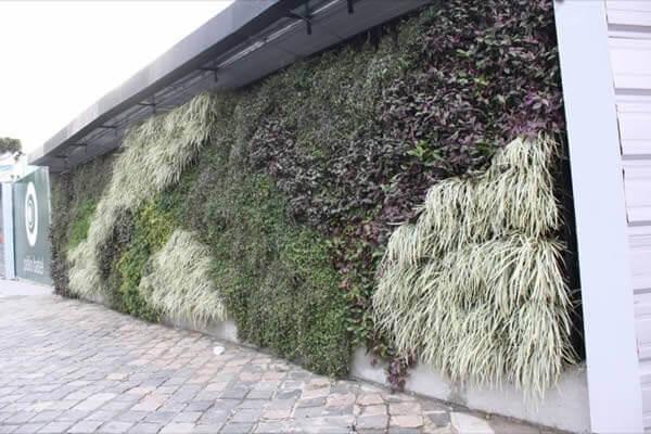 Muros modernos com jardim vertical