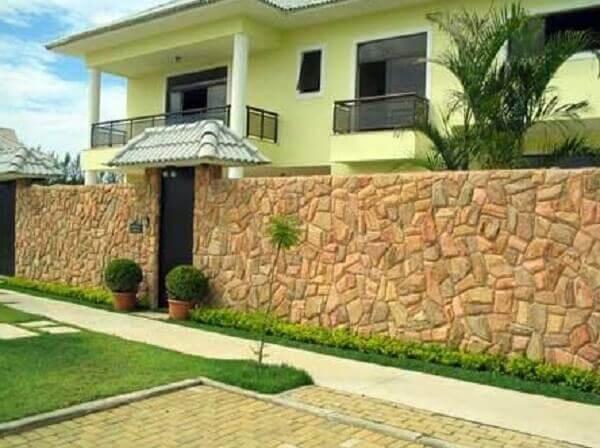 Muros modernos com pedras