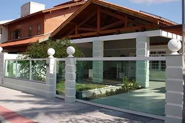Muros modernos com vidro temperado