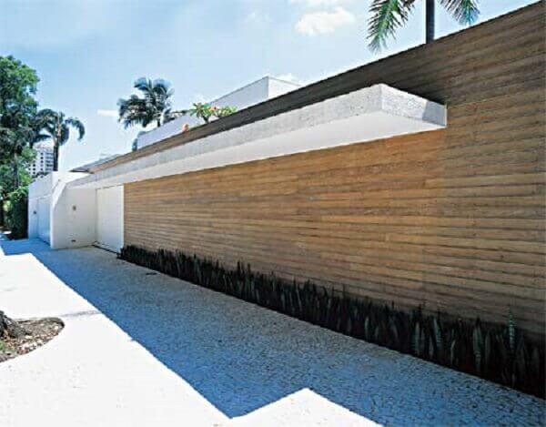 Muros modernos e espada de são jorge