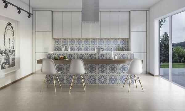 O Porcelanato retificado acetinado decora ambientes sofisticados