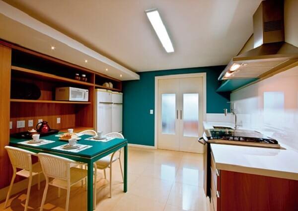 O porcelanato retificado foi instalado na cozinha