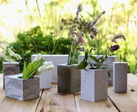 Os moldes de papelãp é uma forma barata de como fazer vaso de cimento
