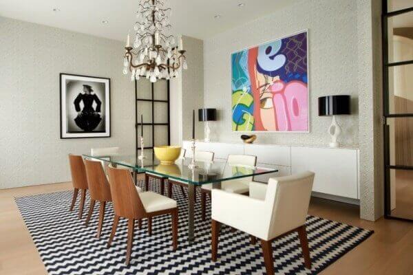 Os tapetes para sala de jantar decoram o espaço com beleza e requinte