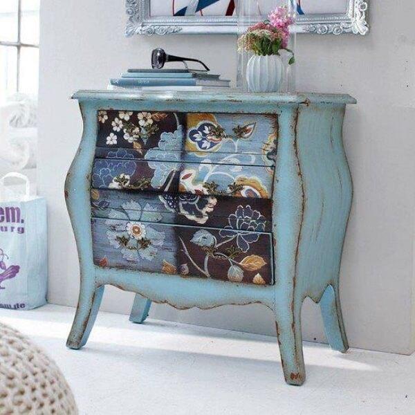 Pátina azul em móveis antigos