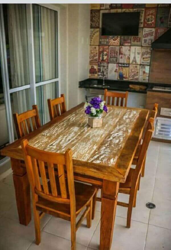 Pátina foi aplicada no centro da mesa