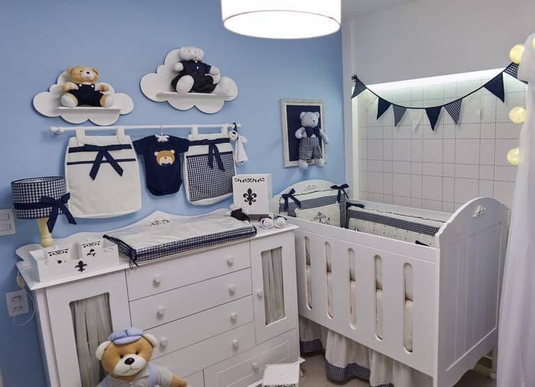 Quarto de bebê menino com decoração azul e branca Projeto de Andrea Bento