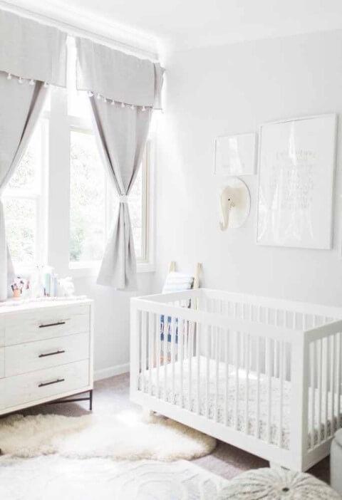 Quarto de bebê menino com decoração branca Foto de Pinterest