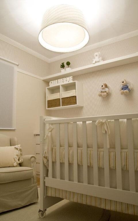 Quarto de bebê menino com decoração em tons de bege Projeto de Lilian Barbieri
