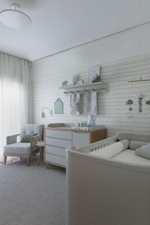 Quarto de bebê menino com decoração verde com cinza Projeto de Triplex Arquitetura
