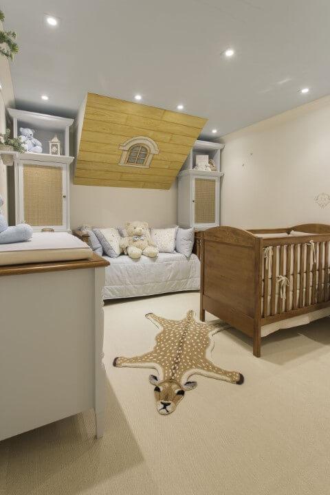 Quarto de bebê menino com iluminação por spots Projeto de By Kami