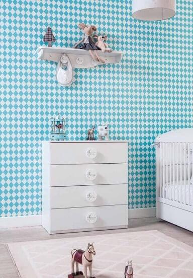 Quarto de bebê menino com papel de parede azul e branco Foto de Pinterest