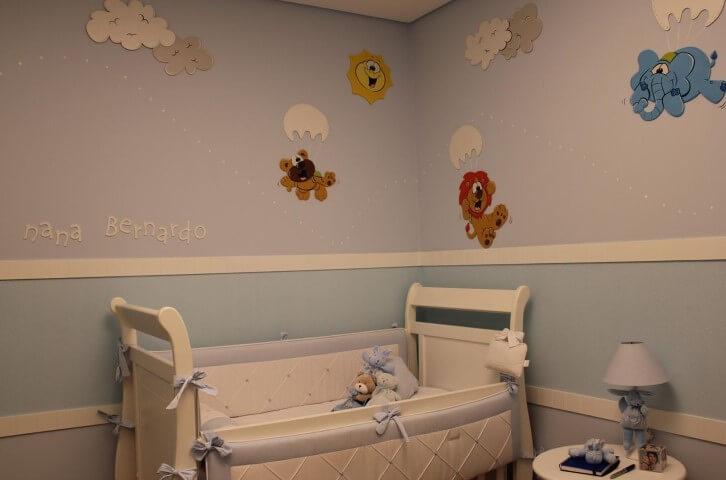 Quarto de bebê menino com tons de azul e animais nas paredes Projeto de Helaine Goes Pinterich